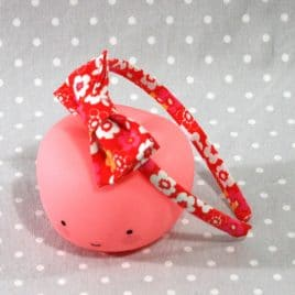 Serre-tête en tissuà fleur rouge