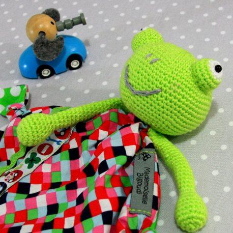 Bernard, doudou bébé, grenouille au crochet fait main 2