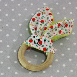 Anneau de dentition oreille de lapin pommes / handmade apple teething ring