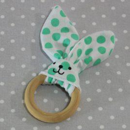 Anneau de dentition oreille de lapin pois verts/ handmade green dots rabbit teething ring