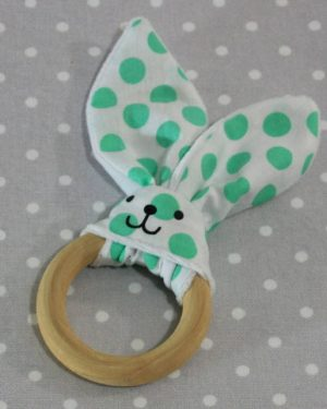 Anneau de dentition oreille de lapin pois verts/ handmade green dots rabbit teething ring