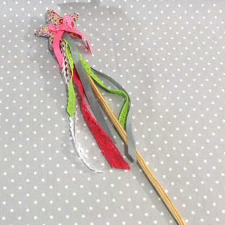 """Baguette magique """"Je suis une fée"""" fleurs roses"""