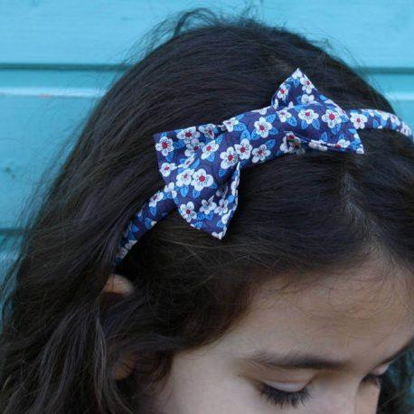 Serre-tête petit nœud/accessoire enfant liberty Ffion bleu foncé 2