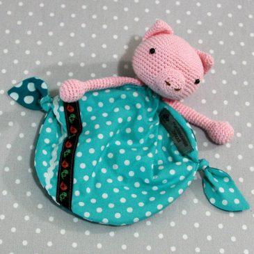 Léon, doudou cochon pour bébé au crochet