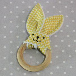 Anneau de dentition oreille de lapin carreaux jaune / handmade yellow teething ring