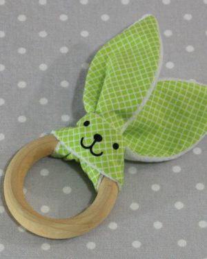 Anneau de dentition oreille de lapin carreaux verts/ handmade green rabbit teething ring