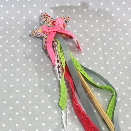 Baguette magique «Je suis une fée» fleurs roses 2
