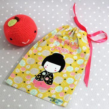 Pochon/petit sac en coton pour mes joujoux, thème kokeshi