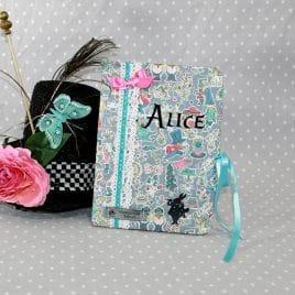 Protège carnet de santé personnalisable thème Alice