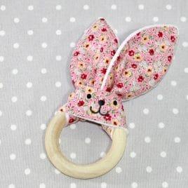 Anneau de dentition lapin fleurs roses