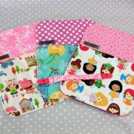 Lot de 3 bavoirs bébé / Serviette pour enfant + clip thème filles AU CHOIX