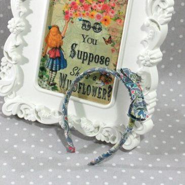 Serre-tête petit nœud Alice in Wonderland Gallymogger Reynard bleu