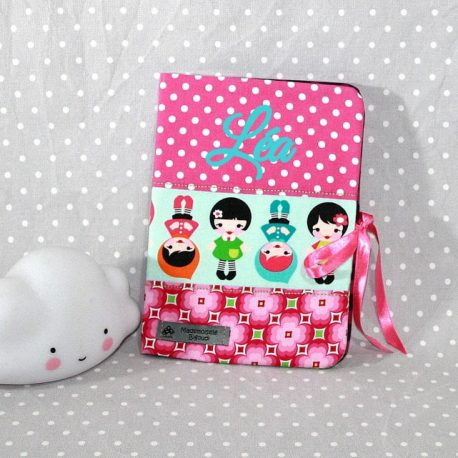 Protège carnet de santé personnalisable thème petites poupées