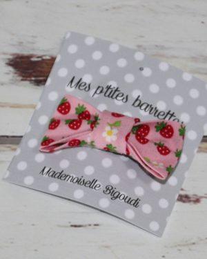 Barrette petit nœud fraises rose