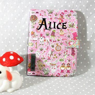 Protège carnet de santé personnalisable thème Alice rose