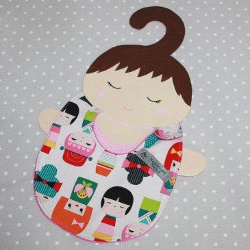 Bavoir bébé 0/8 mois thème kokeshis