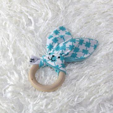Anneau de dentition lapin thème carreaux bleus